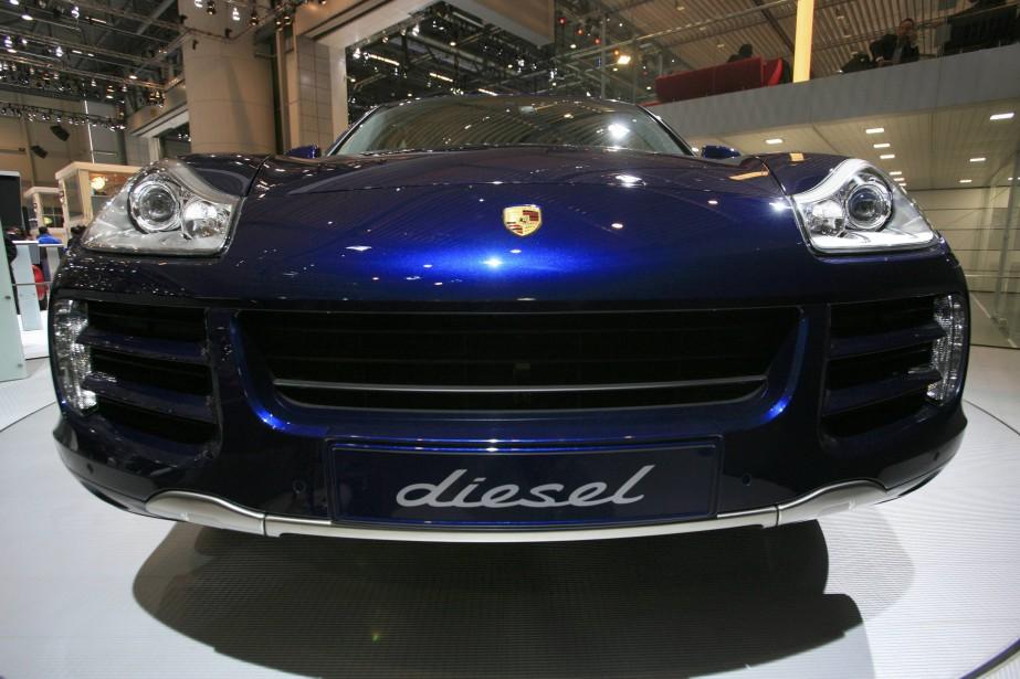 Une Porsche Cayenne Diesel montrée lors du Salon... (Photo : REUTERS)
