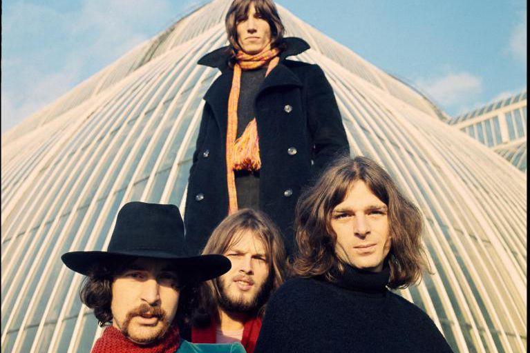 Le groupe Pink Floyd, formé de RogerWaters (debout),... (PHOTO FOURNIE PAR LE VICTORIA AND ALBERT MUSEUM)