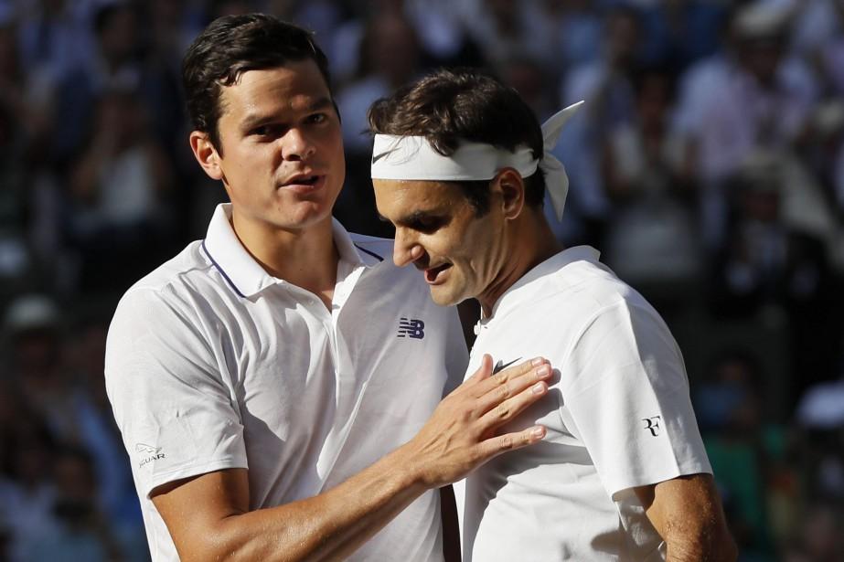 Milos Raonic a félicité Roger Federer après la... (Photo Kirsty Wigglesworth, AP)
