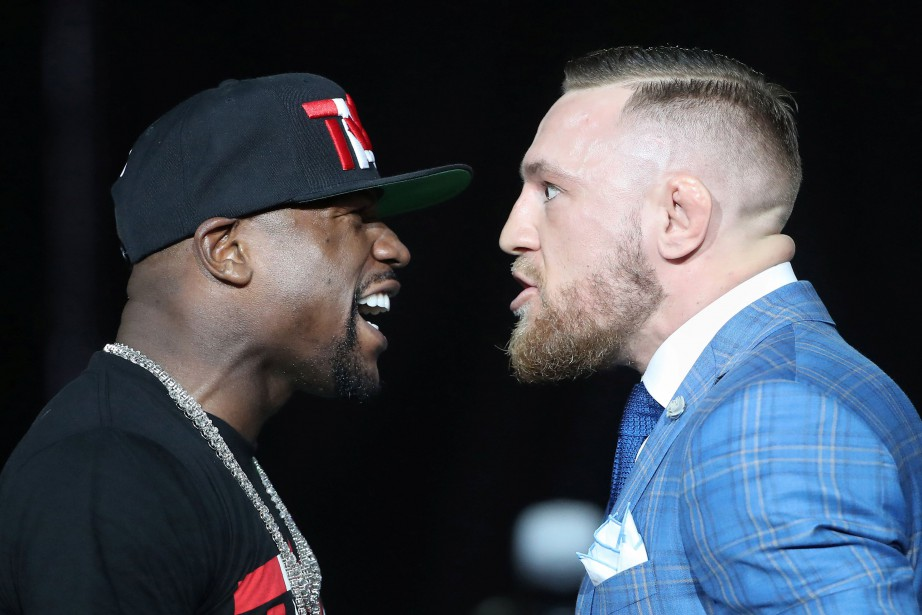 Face-à-face entre Floyd Mayweather et Conor McGregor lors... (PHOTO REUTERS)