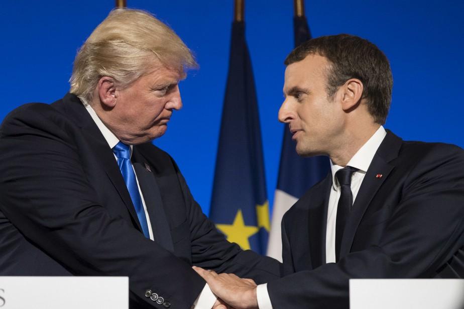 Le président français Emmanuel Macron et son homologue... (AP, Carolyn Kaster)