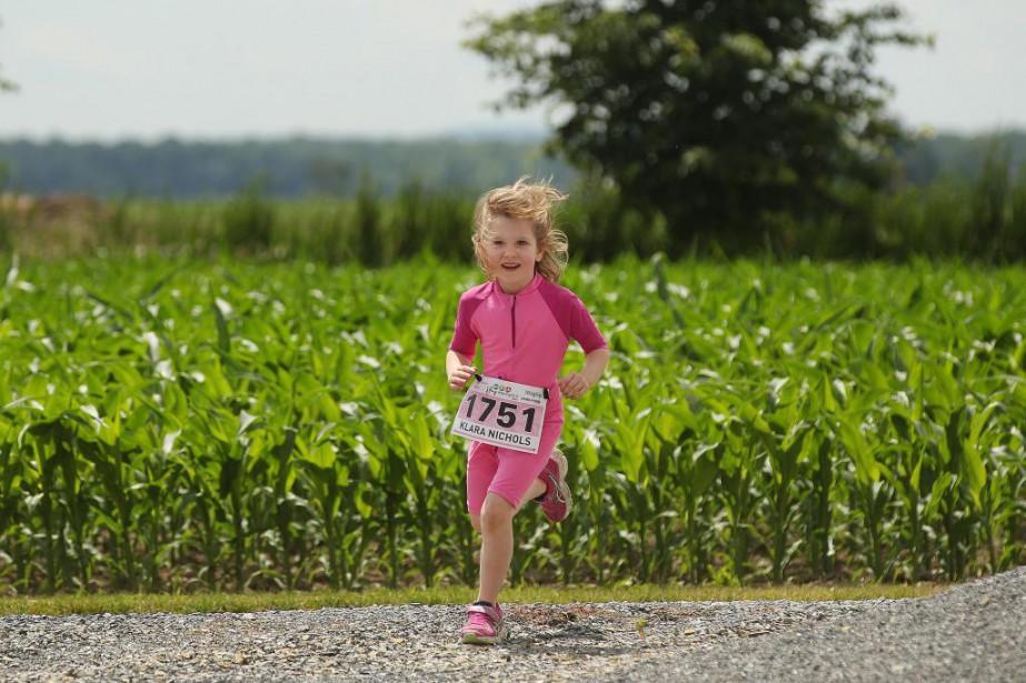 Klara Nichols, 5 ans, pratique la course près... (Photo Martin Chamberland, La Presse)