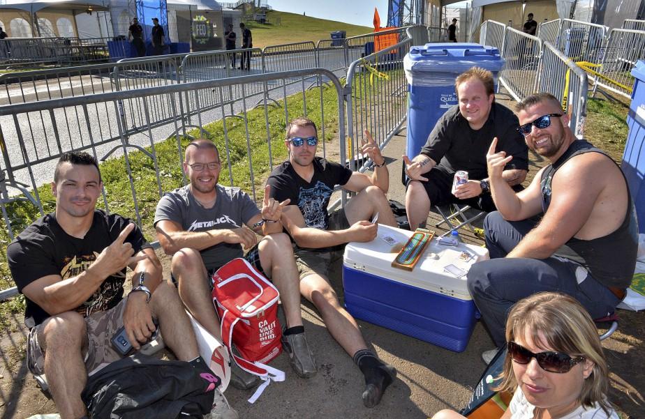 Plusieurs fans de Metallica se trouvaient déjà devant l'entrée du site des Plaines en début de journée. | 14 juillet 2017