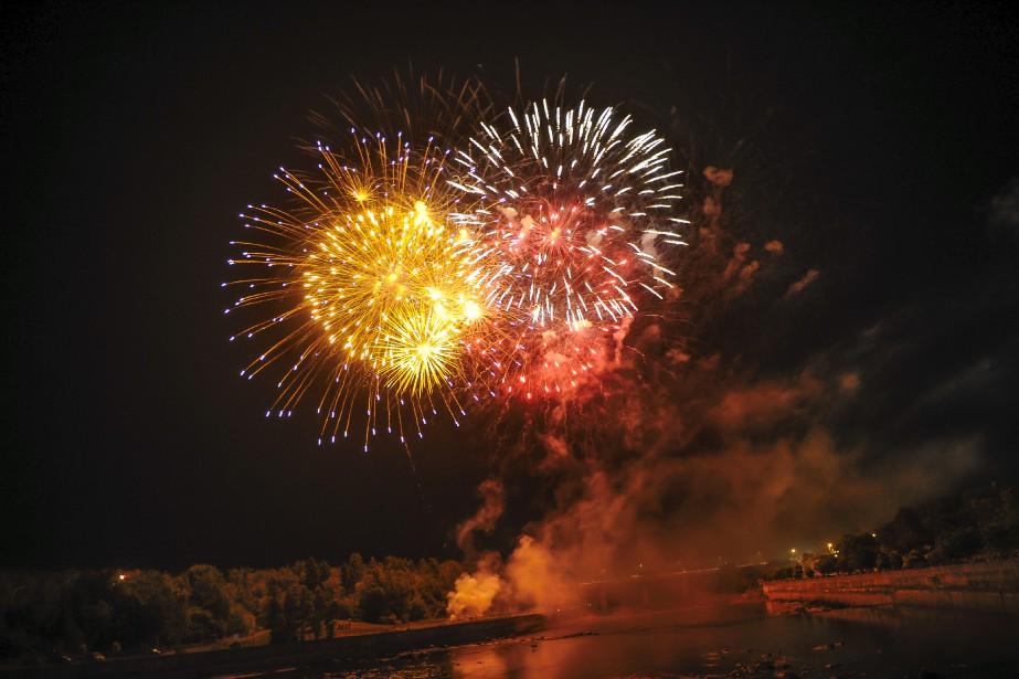 De magnifiques feux d'artifice ont enjolivé la soirée. | 16 juillet 2017