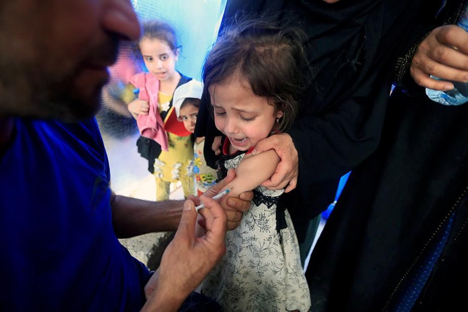 Une jeune irakienne se fait vacciner à Mossoul,... (PHOTO ALAA AL-MARJANI, ARCHIVES REUTERS)