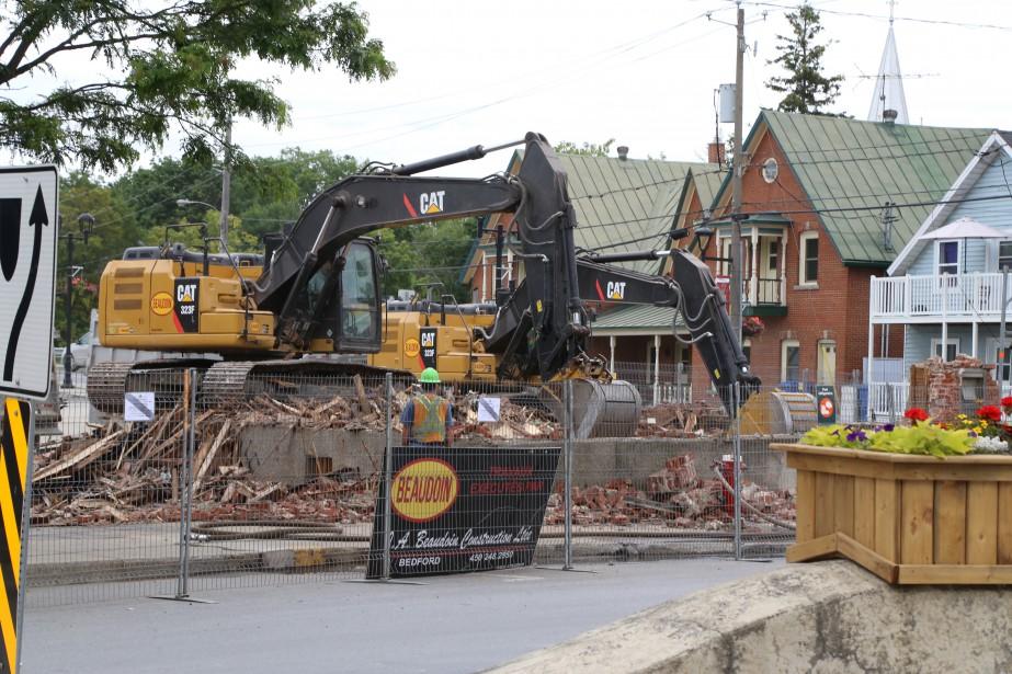 L'ancienne banque Molson du centre-ville de Bedford a été démolie,... | 2017-07-17 00:00:00.000