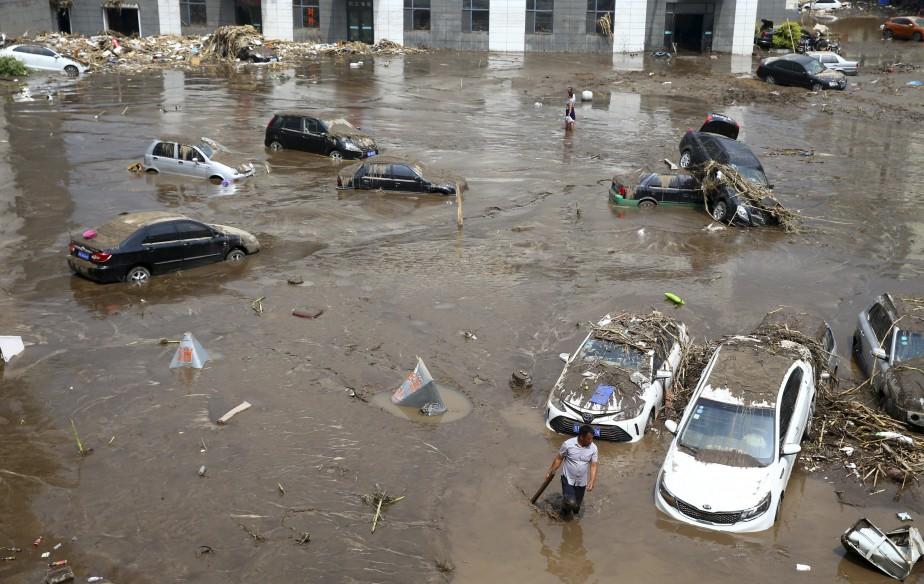 Des pluies torrentielles ont causé des inondations en Chine, notamment dans la province de Jilin, où 18 personnes sont mortes, 18 sont disparues et plus de 110 000 ont été évacuées depuis jeudi dernier. | 17 juillet 2017