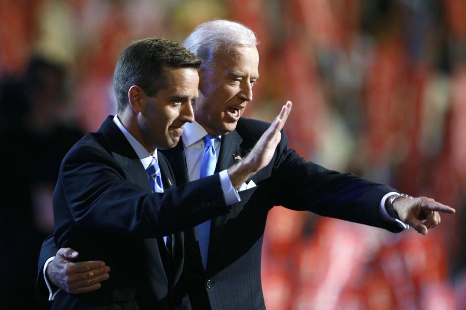 Joe Biden en compagnie de son fils, Beau,... (ARCHIVES REUTERS)