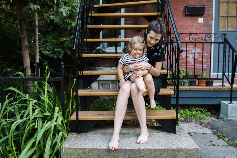 Cette résidence en copropriété de 1917 est habitée, entre autres, par la photographe et blogueuse Elizabeth Delage ainsi que son adorable fille Jeanne, tout juste âgée de 2ans. (photo Marie-Christine Gobeil, collaboration spéciale)