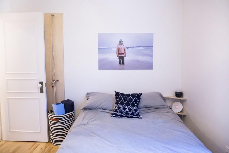 La chambre principale, située à l'avant de la résidence, est un lieu douillet et serein. On peut également apercevoir un coin pour pratiquer le yoga. (photo Marie-Christine Gobeil, collaboration spéciale)