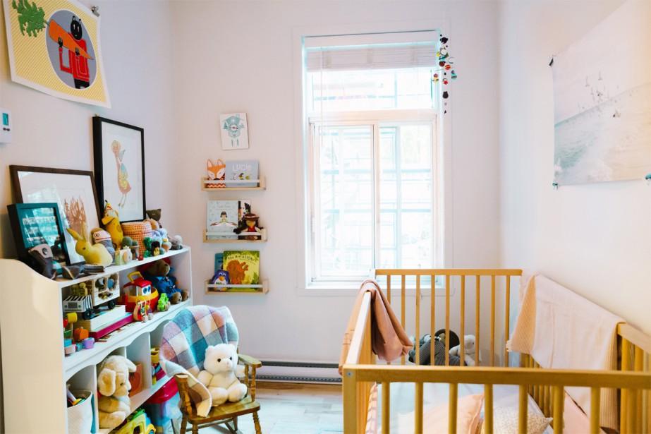 La chambre de Jeanne, située face à la cuisine, est étroite mais remplie de couleurs et de belles trouvailles, comme un grand coffre aux trésors, grandeur nature. (photo Marie-Christine Gobeil, collaboration spéciale)