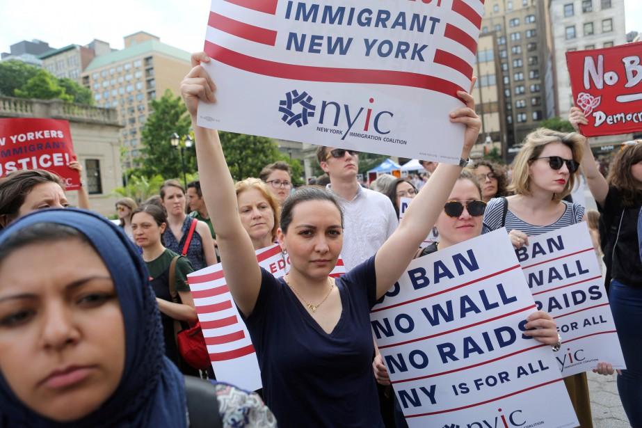 Une manifestation dénonçant le décret anti-immigration de Donald... (PHOTO REUTERS)