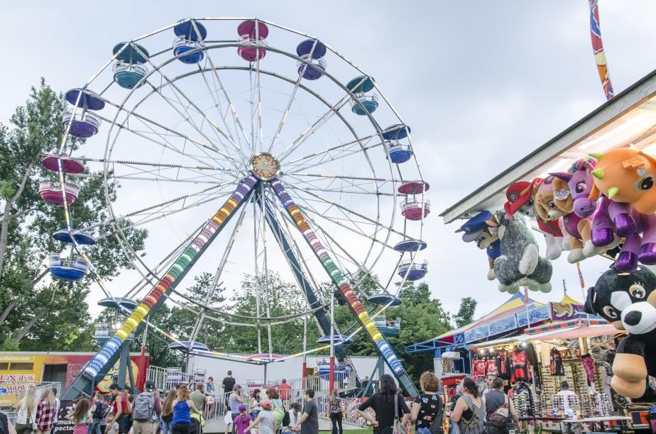 La grande roue est un classique de toutes les fêtes foraines! (Spectre média, Stéphanie Vallières)