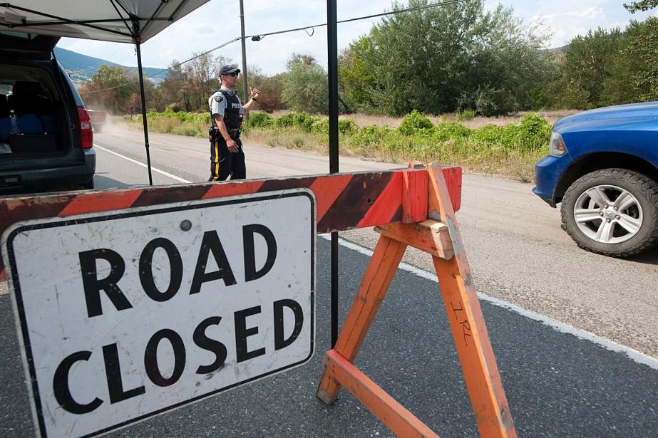 L'autoroute97 a été fermée à la circulation au... (PHOTO DON MACKINNON, AGENCE FRANCE-PRESSE)