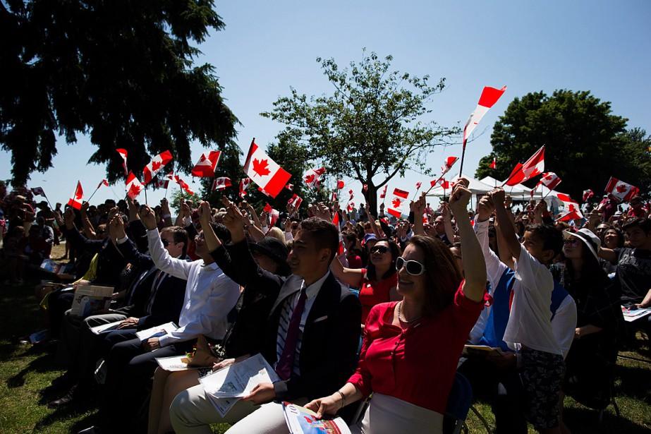 De nouveaux citoyens canadiens ont prêté serment lors... (PHOTO DARRYL DYCK, ARCHIVES LA PRESSE CANADIENNE)