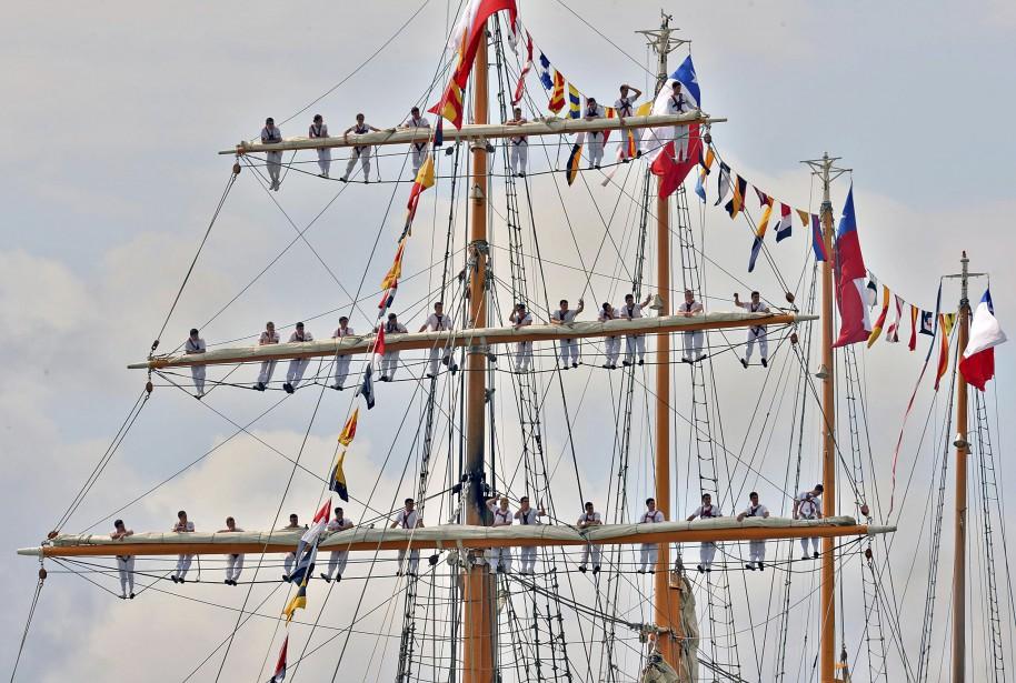 Patrice Laroche a capté ce cliché de marins grimpés sur... | 2017-07-23 00:00:00.000