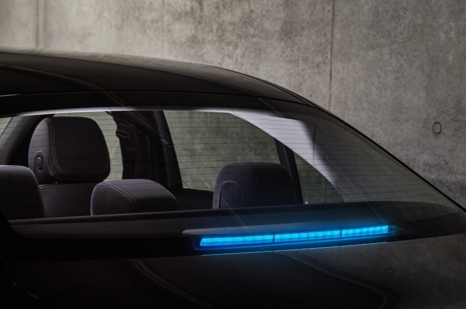La lumière bleue sert aux communications externes de la voiture avec les autres usagers de la route. (Daimler AG)