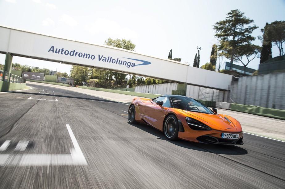 McLaren 720S... | 2017-07-25 00:00:00.000