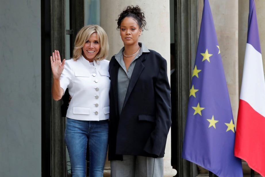 Rihanna, vêtue d'une très ample veste anthracite, a... (PHOTO REUTERS)