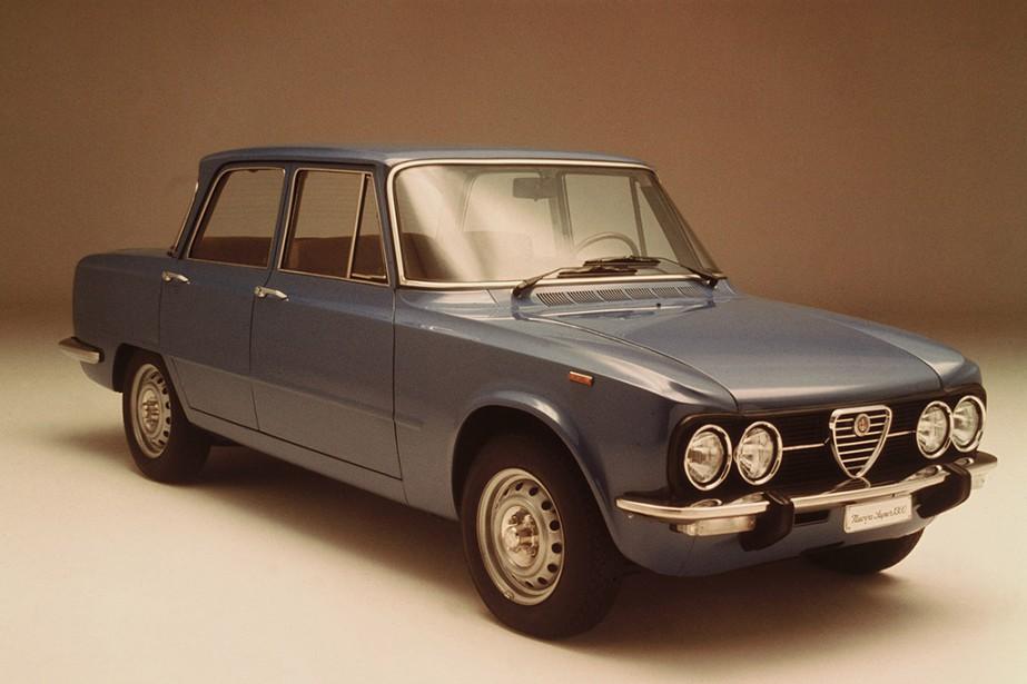 1962 : l'Alfa Romeo Giulia est rapidement devenue une icône. Elle fut lL'une des toutes premières berlines sportives européennes de série. ()