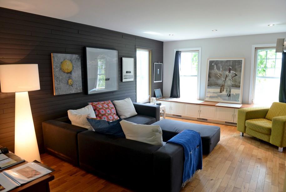 Plusieurs oeuvres de la photographe sont exposées dans le salon de sa résidence de Québec. (Le Soleil, Erick Labbé)