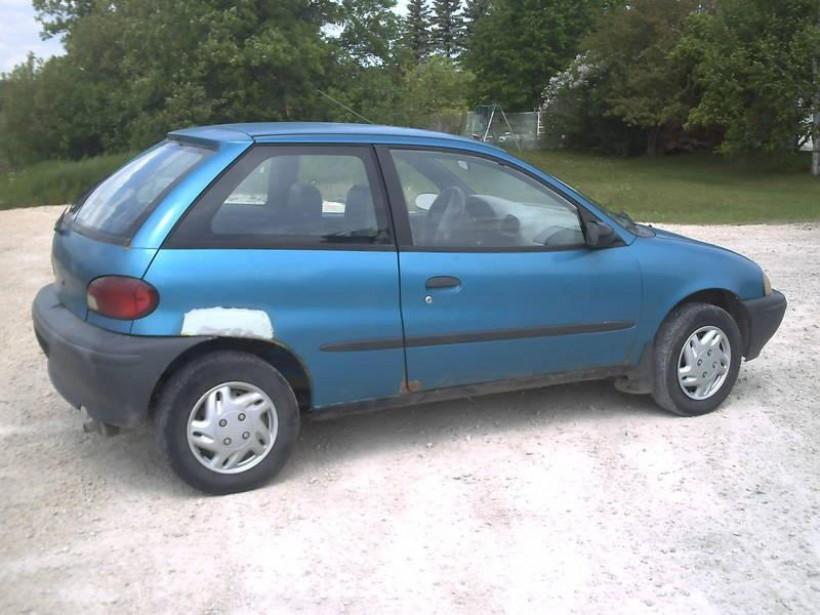 Sa première voiture : une Suzuki Swift 1995 achetée en 2001. Son moteur était plus petit que ceux de certains tracteurs à gazon, mais elle représentait pour lui la liberté. ()
