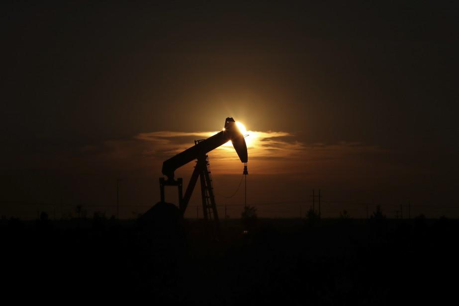 Le pétrole a clôturé en hausse vendredi, porté par les... (PHOTO ARCHIVES AP)