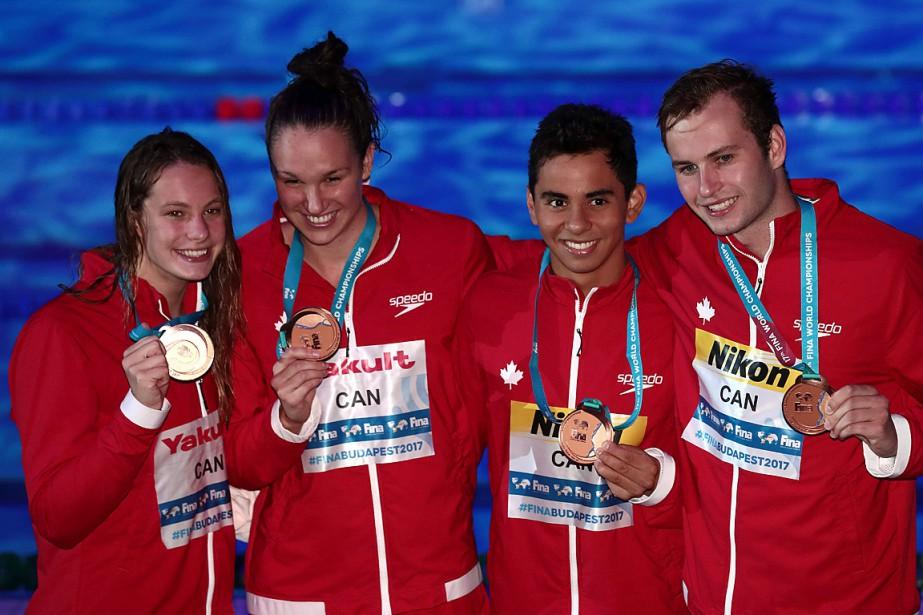 Le quatuor canadien était composé dePenny Oleksiak,Chantal Van... (PHOTO FERENC ISZA, AGENCE FRANCE-PRESSE)