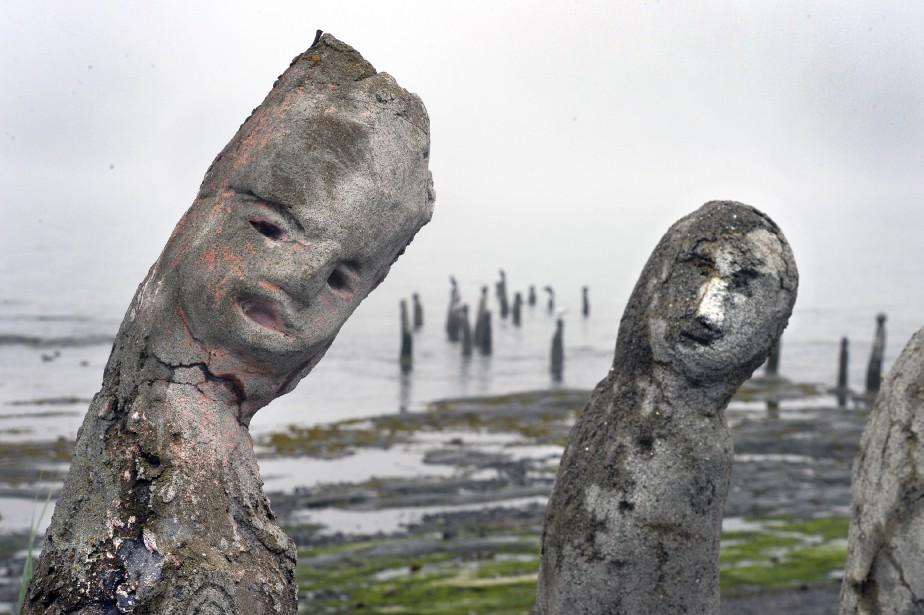 Jean-Marie Villeneuve était en route vers son chalet du Bas-Saint-Laurent, en juillet, lorsqu'il s'est arrêté à Sainte-Flavie, attiré par de drôles de statues sortant de l'eau au gré de la marée. Il venait de tomber sur  Le Grand Rassemblement , 80 sculptures de Marcel Gagnon. Guillaume Piedboeuf Données techniques: Nikon D4. Focale105mm, ISO 800, ouv. f18, vitesse1/200e sec. | 30 juillet 2017