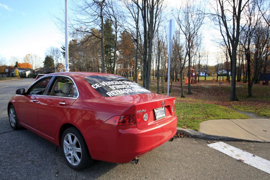 Une voiture Acura rouge a été vue lors de l'enlèvement de Cédrika Provencher. En octobre 2007, une voiture du même modèle a circulé dans les rues de Trois-Rivières afin de faire progresser l'enquête policière. | 30 juillet 2017