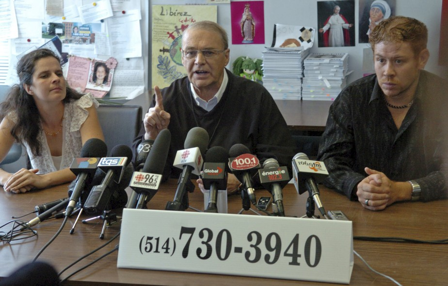 Le 27 août 2007, les parents de Cédrika, Karine Fortier et Martin Provencher, font appel à Claude Poirier avec l'espoir que la personne détenant la clé de l'énigme contacte le chroniqueur judiciaire. | 30 juillet 2017