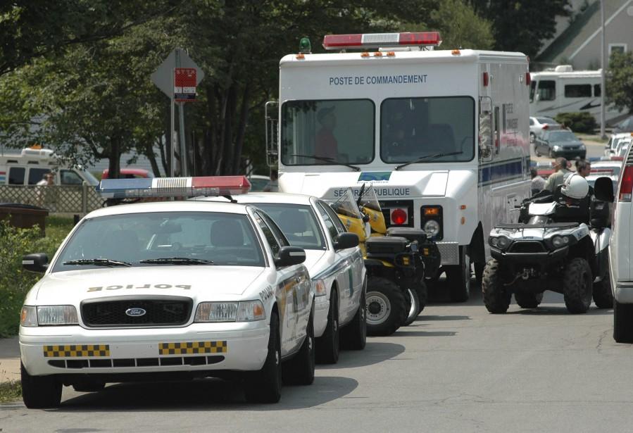 Un poste de commandement policier a été érigé au coin de la rue Chapais et du boulevard des Chenaux à Trois-Rivières dans les heures qui ont suivi la disparition de Cédrika Provencher. | 30 juillet 2017