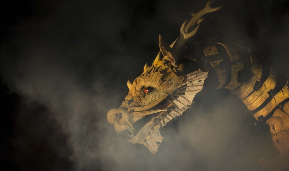 Le combat entre le cheval-dragon Long Ma et l'araignée Kumo s'est terminé dans une grande finale de 90 minutes. (Simon Séguin-Bertrand, Le Droit)