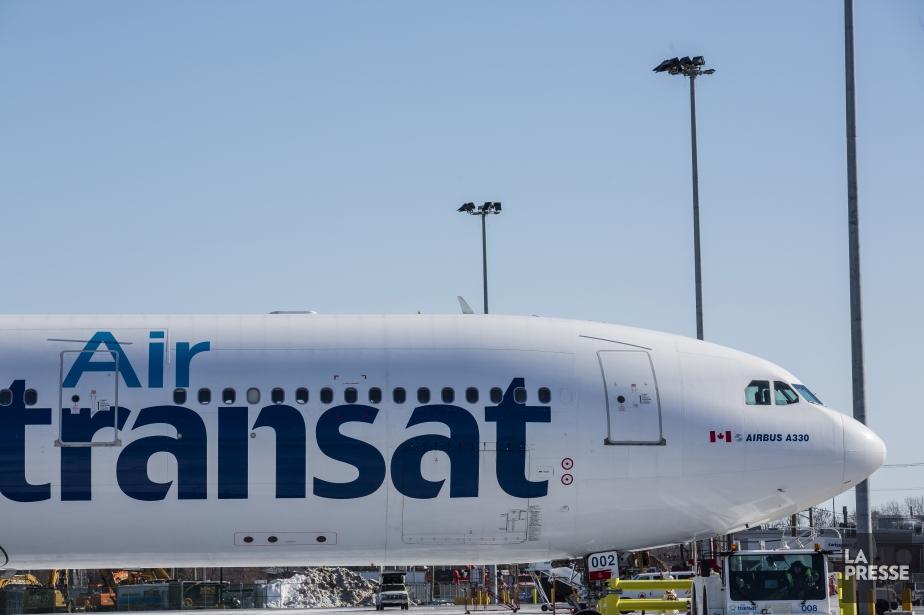Un avion d'Air Transat... (PHOTO ÉDOUARD PLANTE-FRÉCHETTE, ARCHIVES LA PRESSE)
