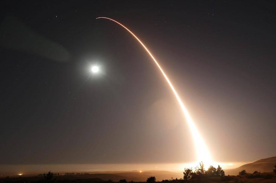 Un tir similaire d'un missile Minuteman IIIavait eu... (Photo 2nd Lt. William Collette/U.S. Air Force, archives AP)