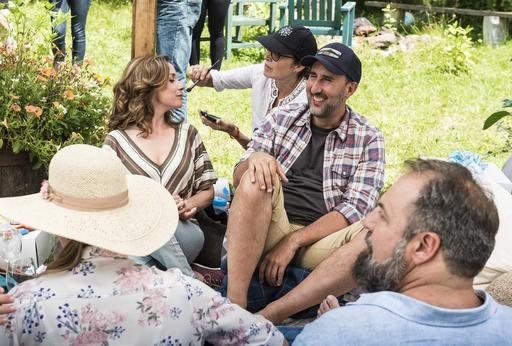 Le groupe d'humoristes en tournage (Spectre Média, Jessica Garneau)