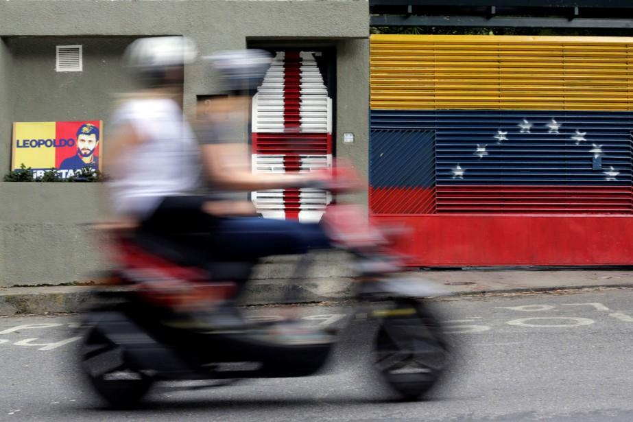 Le Venezuela est au bord de l'effondrement économique... (PHOTO REUTERS)