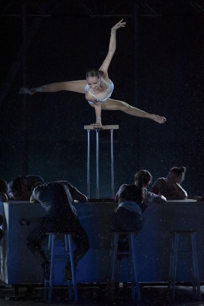 Le numéro d'équilibre d'Irina Naumenko, donnait l'impression que les figures parfaites de l'acrobate constituaient quelque ballet aquatique.  | 4 août 2017