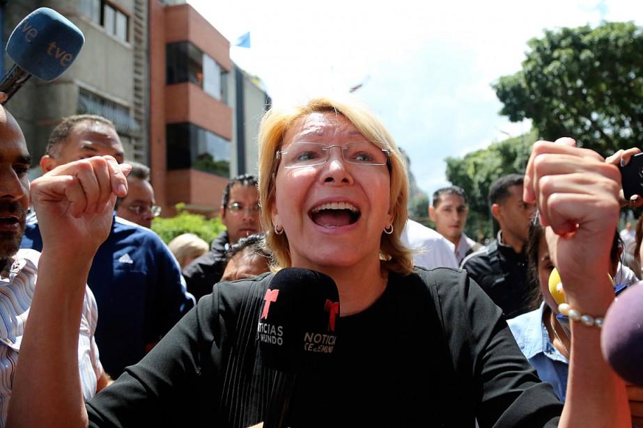 «C'est une dictature!», a dénoncé la procureure générale... (PHOTO WIL RIERA, ASSOCIATED PRESS)
