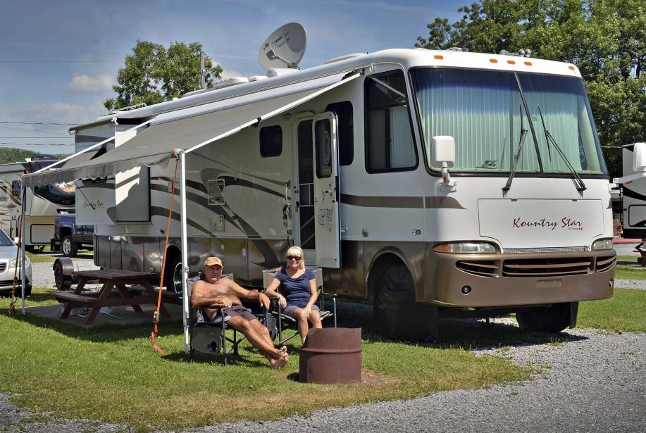 Cet été, au camping Turmel de L'Ange-Gardien, un couple de Joliette nous rappelle que les temps ont bien changé. Il va sans dire que leur installation doit être autrement plus confortable qu'il y a 100 ans! | 5 août 2017