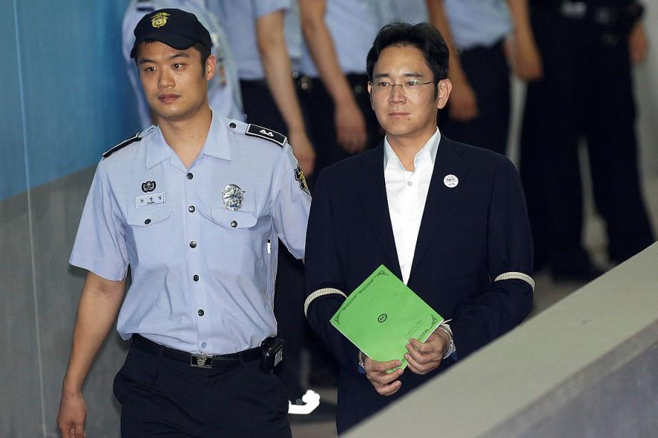 Lee Jae-yonget quatre autres cadres dirigeants de Samsung... (PHOTO AHN YOUNG-JOON, REUTERS)