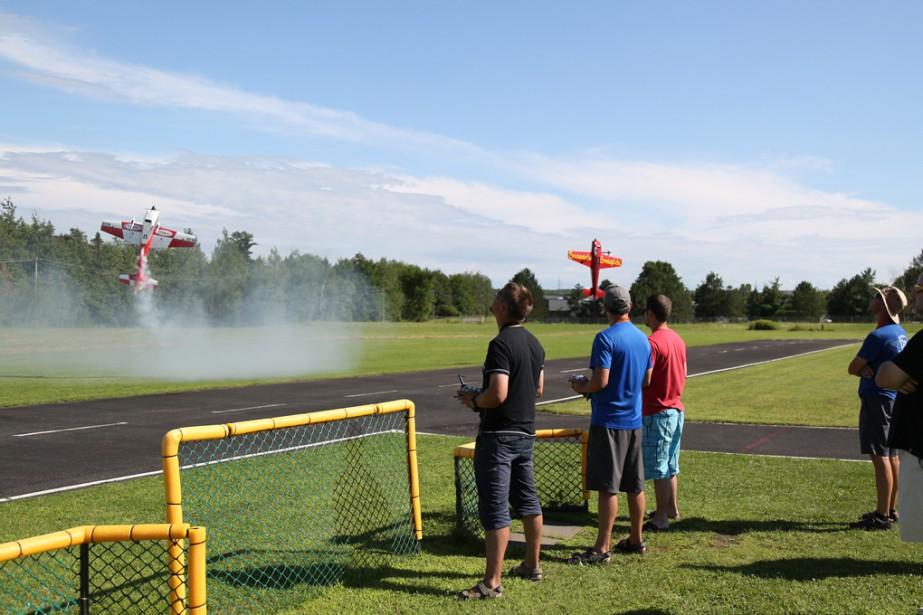 Patrick Roy, Sébastien Lajoie et Daniel Laliberté ont offert une véritable démonstration de pilotage de modèles réduits à Granby. | 8 août 2017