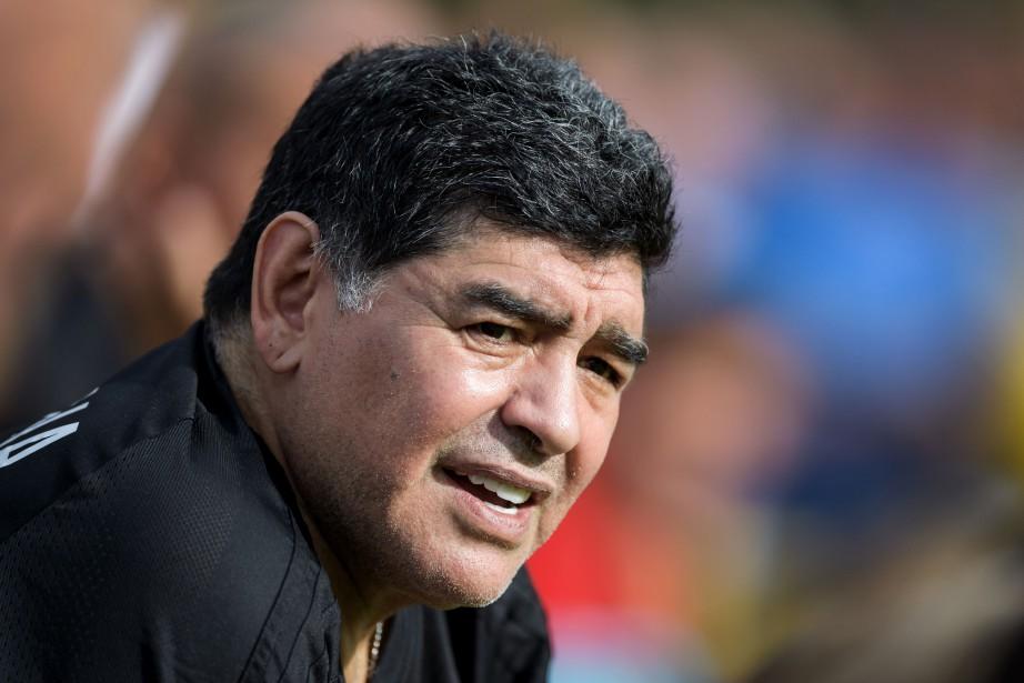 L'ancienne vedette du soccer argentin Diego Maradona... (PHOTO Fabrice COFFRINI, ARCHIVES AFP)