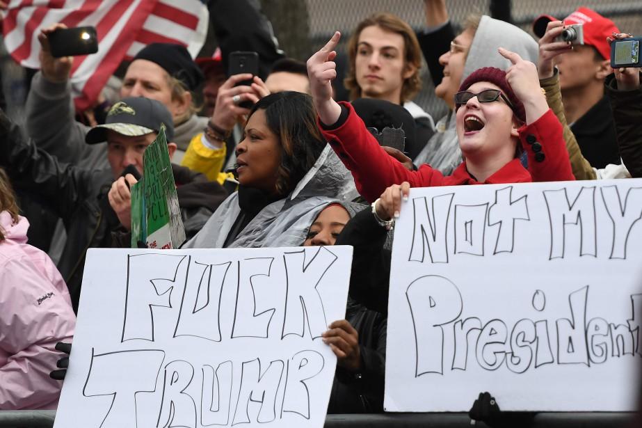 Des manifestants anti-Trump à Washington le 20 janvier... (ARCHIVES AFP)