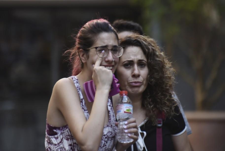 Des personnes ayant assisté à la scène d'horreur étaient sous le choc. (AP, Giannis Papanikos)