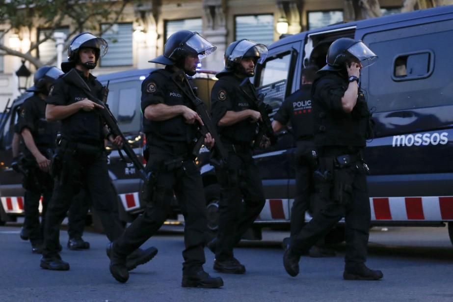 Les policiers ont tué «quatre terroristes présumés à... (Photo PAU BARRENA, AFP)