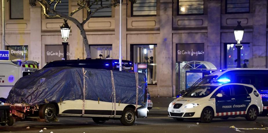 La camionnette qui a foncé dans la foule. (AFP, JAVIER SORIANO)