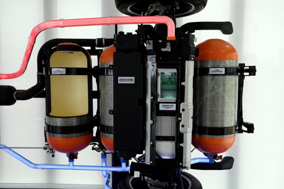 Deux des trois réservoirs à hydrogène du VUS Hyundai. (REUTERS)