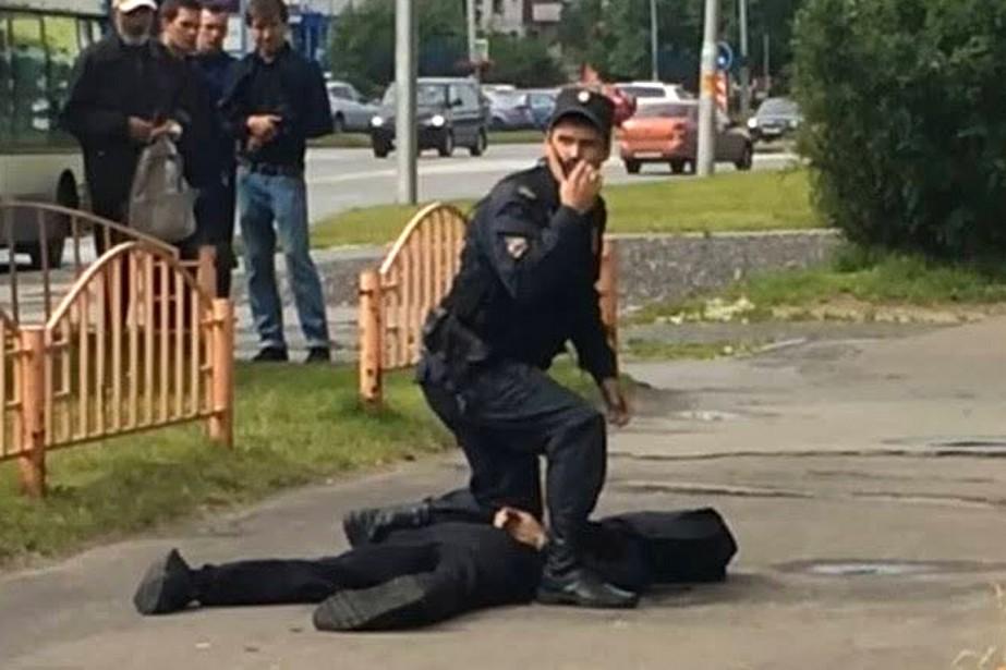 L'homme «a attaqué des passants, blessant au couteau... (tirée de Twitter, @Rudawenglish)