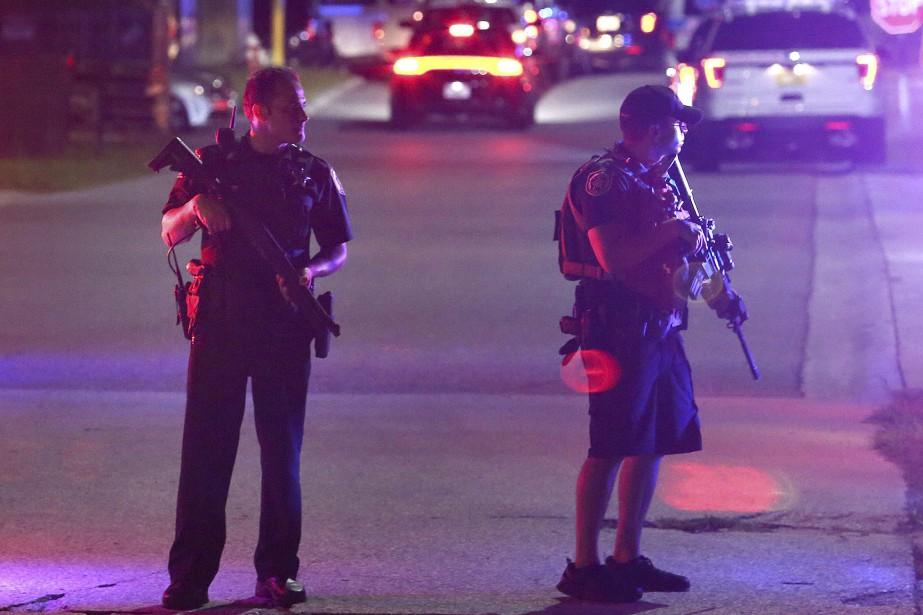 Dans l'État de la Floride, deux policiers de... (Photo Stephen M. Dowell, Orlando Sentinel/AP)
